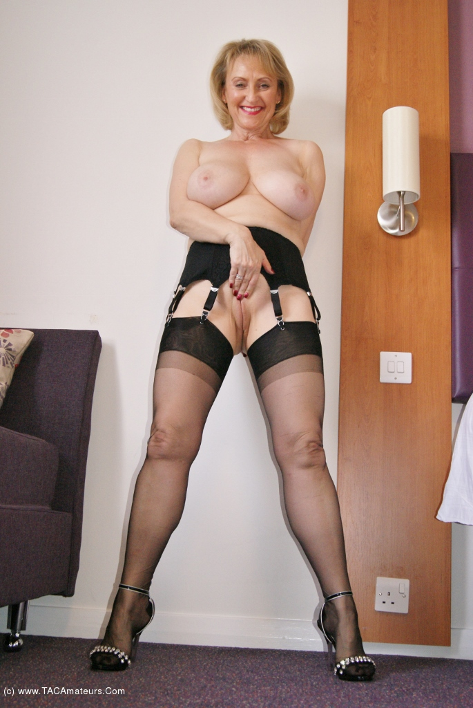 Upskirt black sweet milf