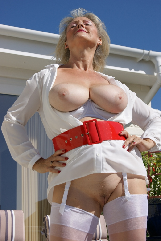 Free Amateur Mature Housewives Porn on Best Naked Wife