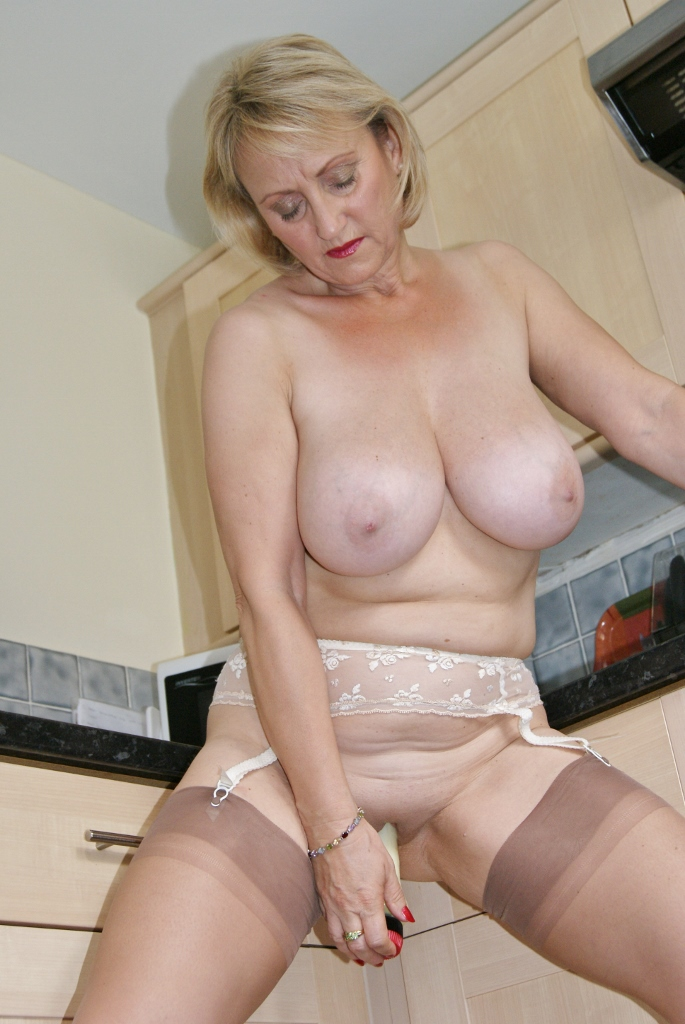 Mature milf busty michelle