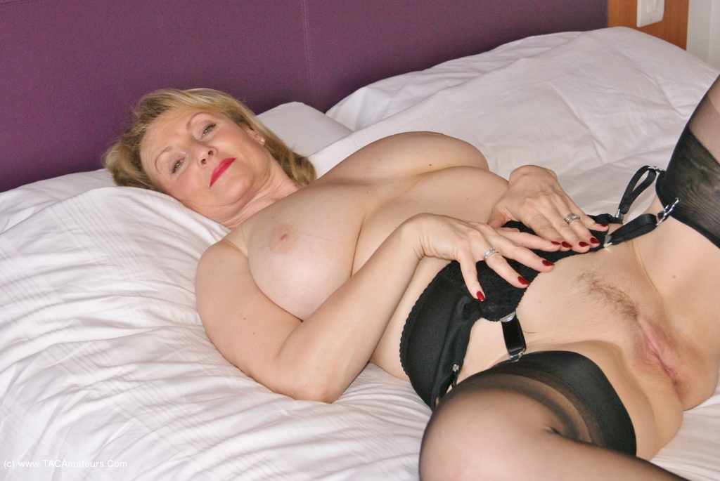 Milf spreads wide for cock