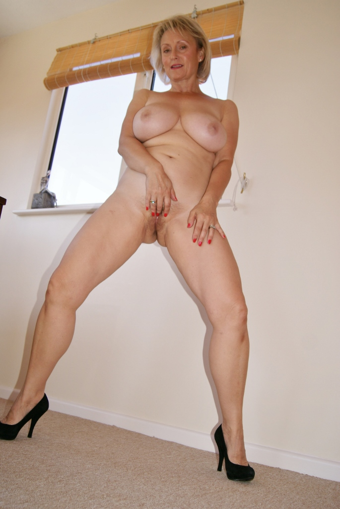 Desperate milf wife fucked by landlord for her unpaid rent 5